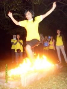 fire walking karyawan indosat