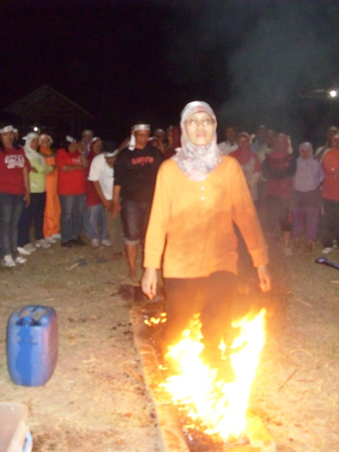 Fire Walking SMKN 5 Surabaya