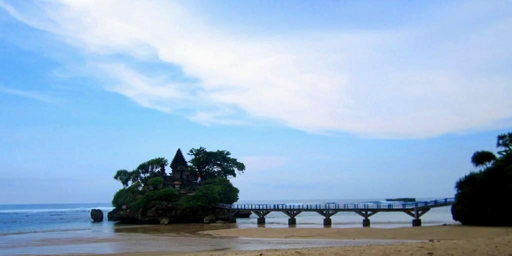 Pantai Balekambang Bantur