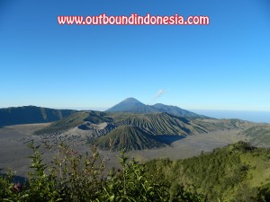 wisata outbound family gathering di gunung bromo malang, www.outboundindonesia.com, 081334664876