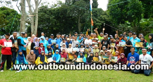 indoor dan outdoor training Staff Guru SD Muhammadiyah 4 Pucang Surabaya