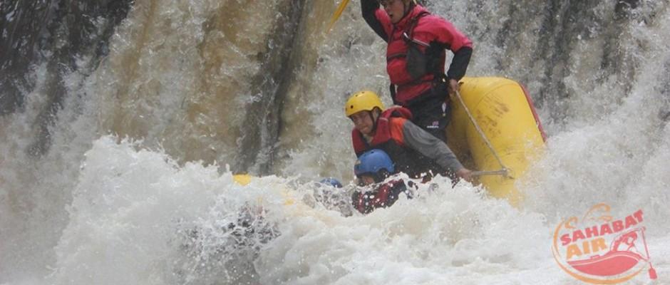 rafting di malang, www.outboundindonesia.com, 085755059965
