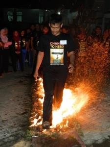 Tawangmangu Fire Walking, www.outboundindonesia.com, 085755059965