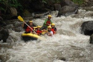 Rafting Pacet, www.outboundindonesia.com, 085755059965