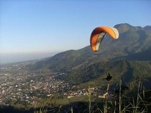 Paralayang di Batu, www.outboundindonesia.com, 085755059965