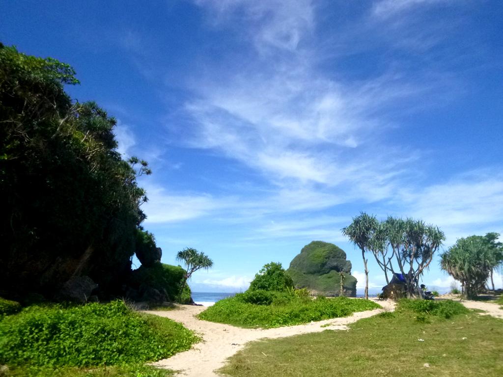 Pantai Goa Cina, www.outboundindonesia.com, 0341 - 5425754